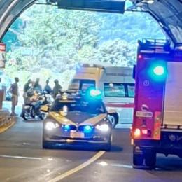 Incidente a Brienno, Regina chiusa  Motociclista di 59 anni lotta per la vita