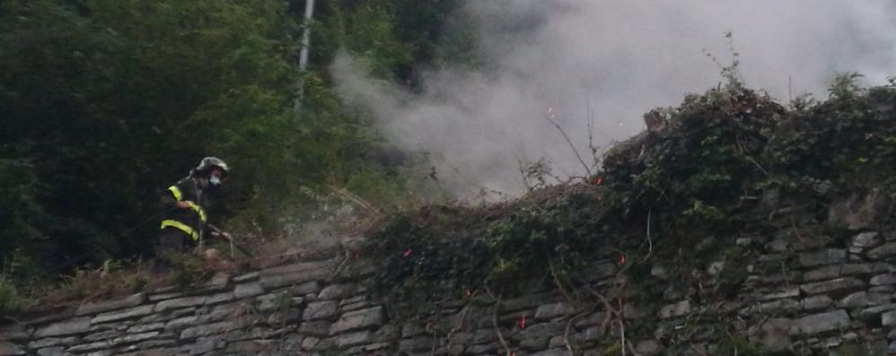 Moltrasio, rovi a fuoco  lungo la Statale Regina   GUARDA IL VIDEO