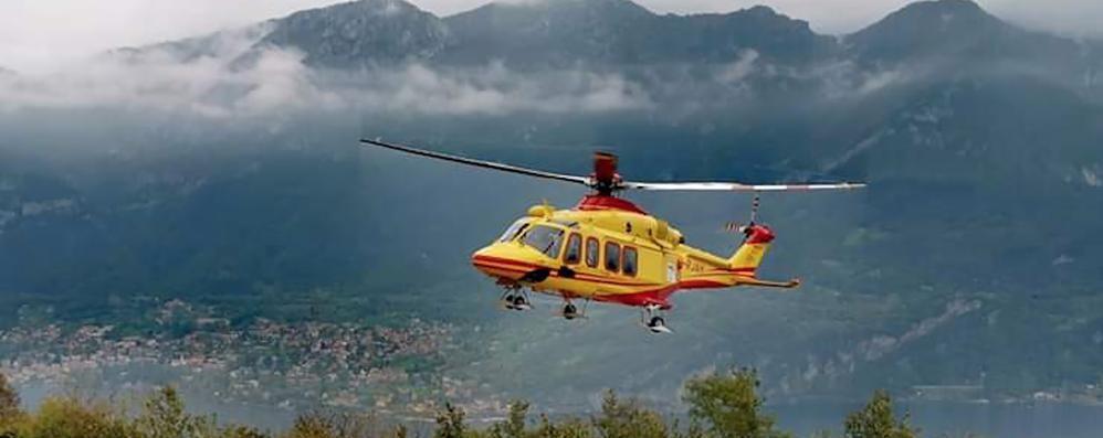 Bellagio, cade per 15 metri nella scarpata  Giardiniere soccorso con l'elicottero