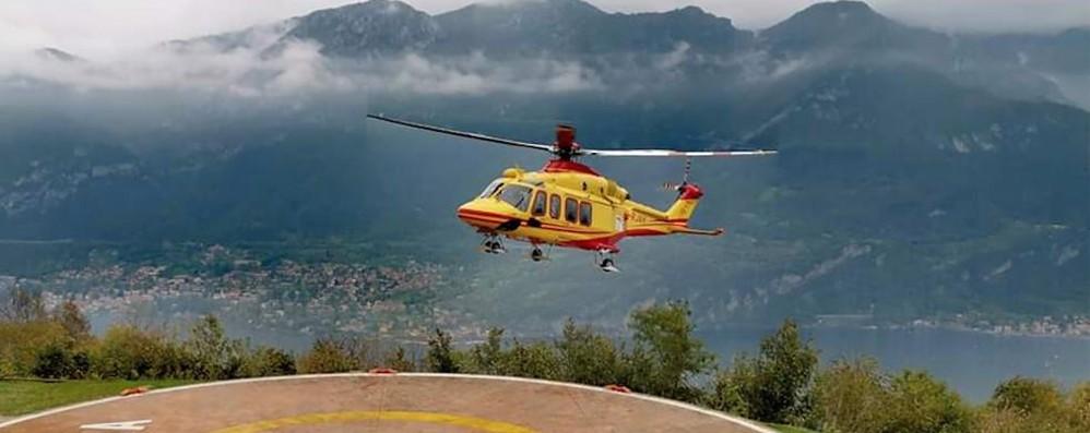 Bellagio, punto da un insetto  Giovane soccorso con l'elicottero