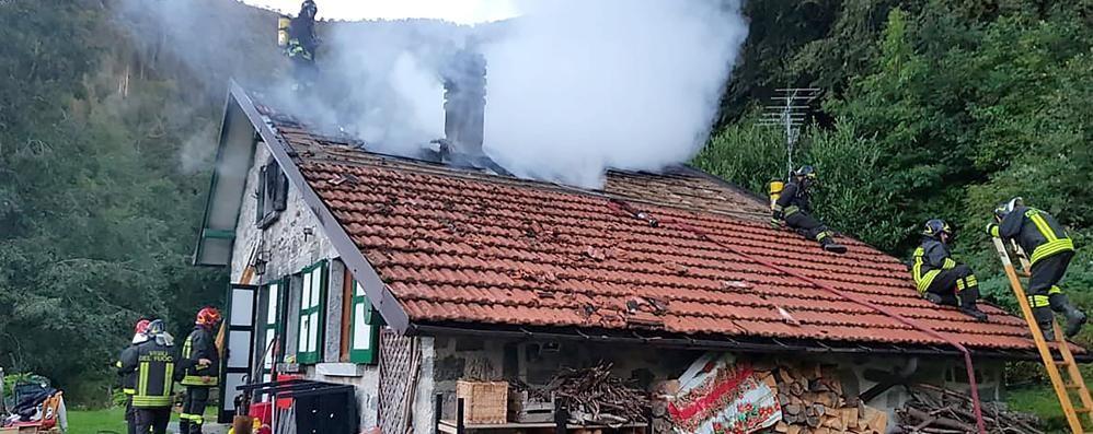 Bellagio, va a fuoco  il tetto di una baita   GUARDA IL VIDEO