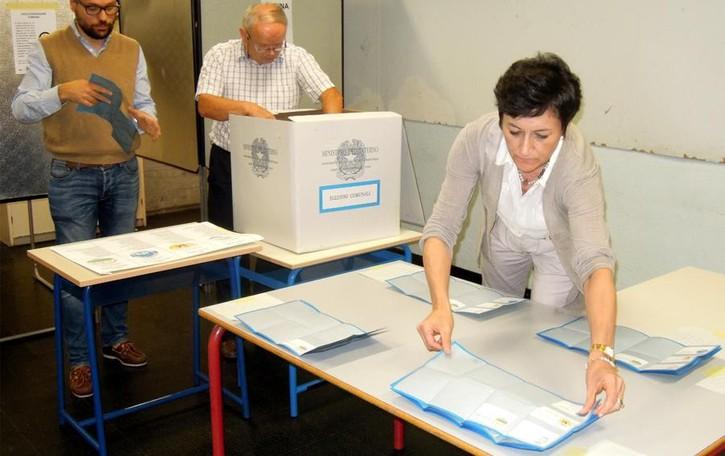 Elezioni, 10 Comuni al voto  Su La Provincia tutti i candidati