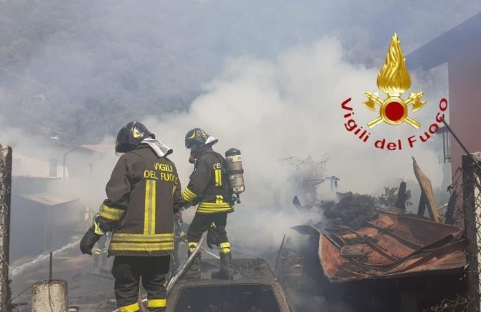 I pompieri hanno lavorato ore per mettere in sicurezza la zona