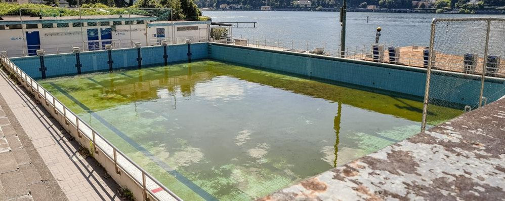 Gara per la piscina di viale Geno La Guardia di finanza in Comune