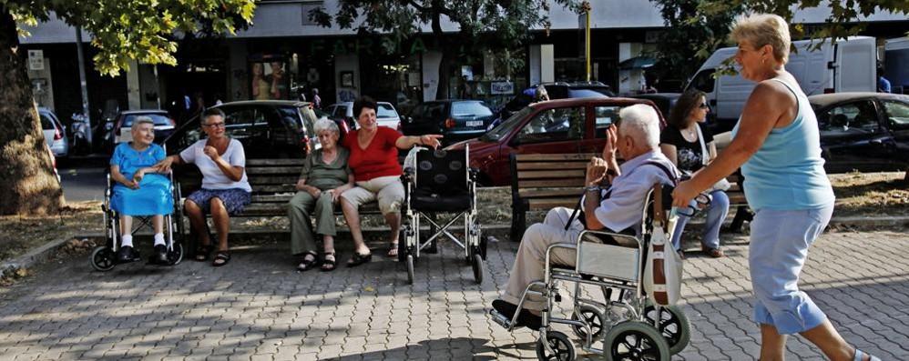 Badanti, timori sul rientro dalle ferie  «Rischi per loro e per i nostri anziani»
