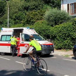 Ciclista cade ad Albese Pedone investito a Erba