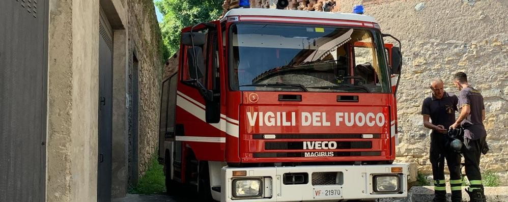 Incendio in un box  Pompieri ad Albese