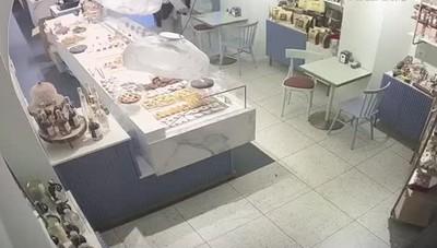 ladro che ha rubato le mance in un bar di Menaggio