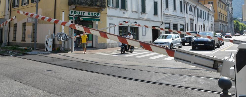Passaggi a livello, la Regione accusa  «La colpa è di Roma»