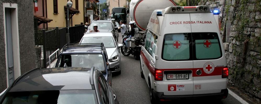 Sala Comacina, tutti fermi sulla Regina  C'era anche una ambulanza in sirena