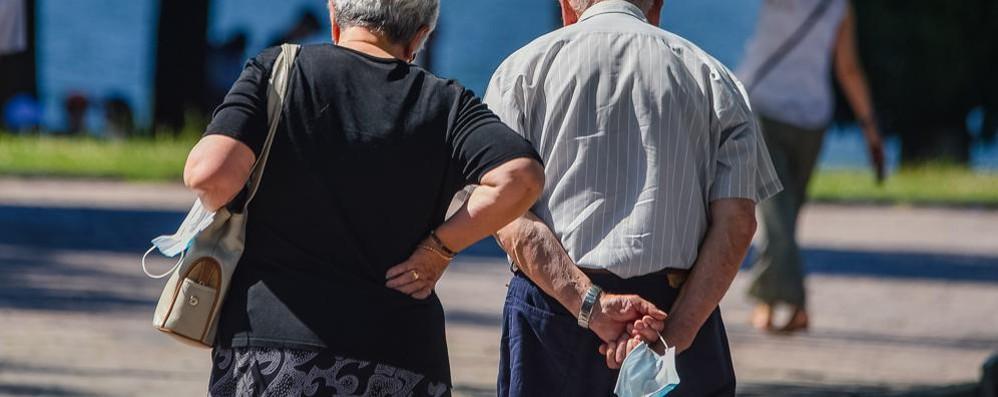 Tanti i comaschi in partenza  Anziani soli, attenti alle truffe