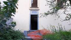 Vandali scatenati  al Castello di Inverigo  Recinzioni divelte