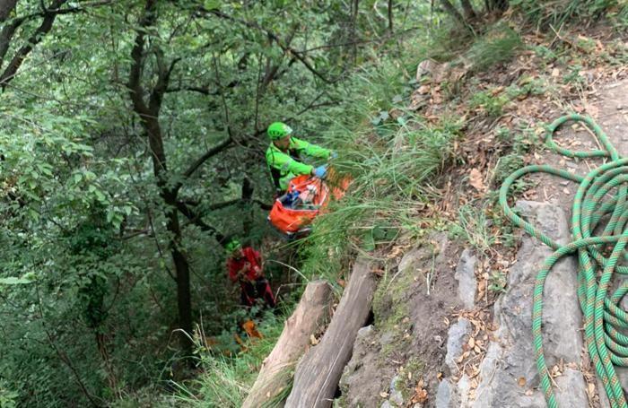 Alcune immagini del recupero della 13enne sopra i monti di Cernobbio