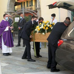 Folla per il funerale  di Piero Munafò  «In lui sport e valori»