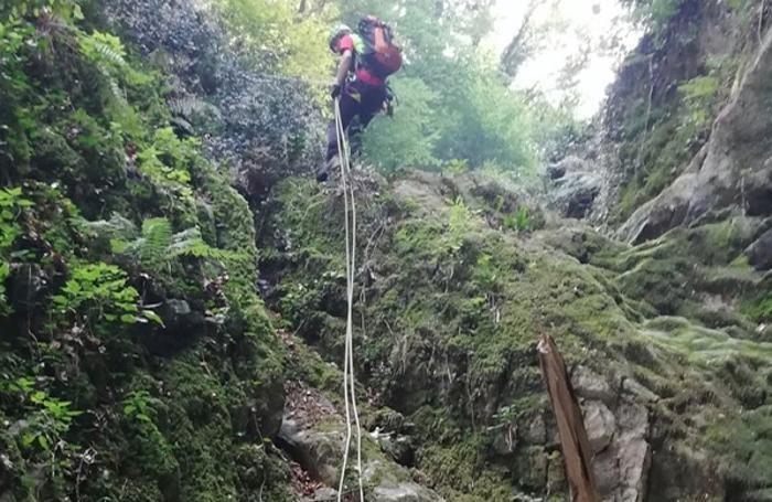 Sono stati scandagliati anche i canaloni tra i boschi di Lezzeno