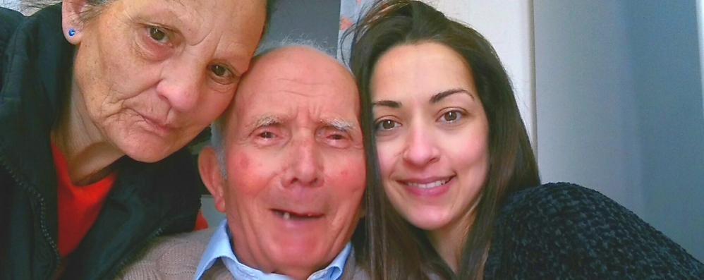 «Papà ucciso dal virus  Spariti i suoi ricordi»