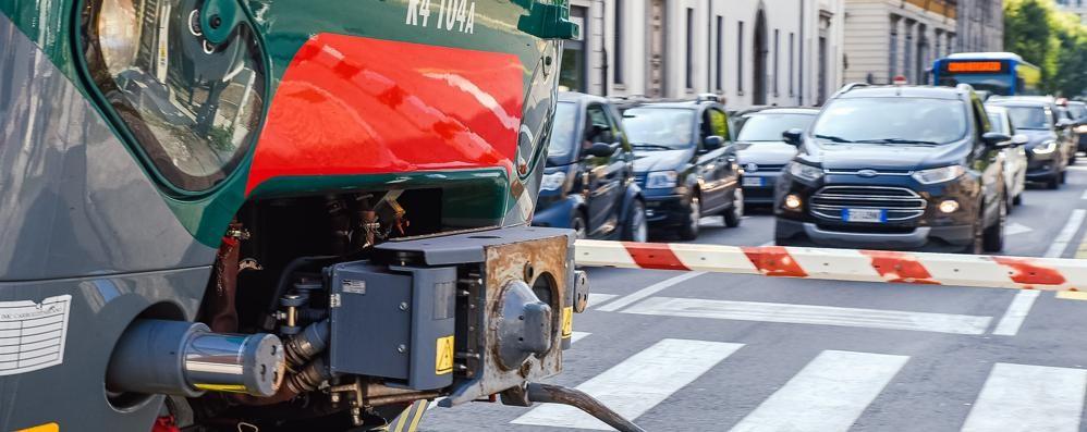 Passaggi a livello in centro città  «Ok ai nuovi tempi altrimenti stop ai treni»