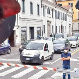 Passaggi a livello  a Como: «Da domani  qui sarà il caos»