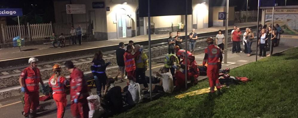 Auto caduta sulla ferrovia I ragazzi: «Siamo cinque miracolati»