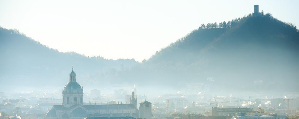Pessima la qualità dell'aria  E lo smog trasporta il virus