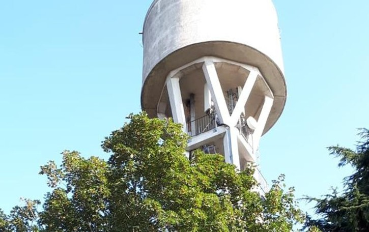 Sulla torre dell'acqua, a 50 metri  «Volevamo gustarci il panorama»