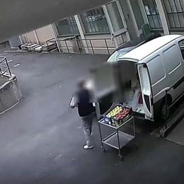 Cantù, cibo in auto e nell'armadietto  Almeno 15 furti alla mensa dell'ospedale  QUI il video della telecamera