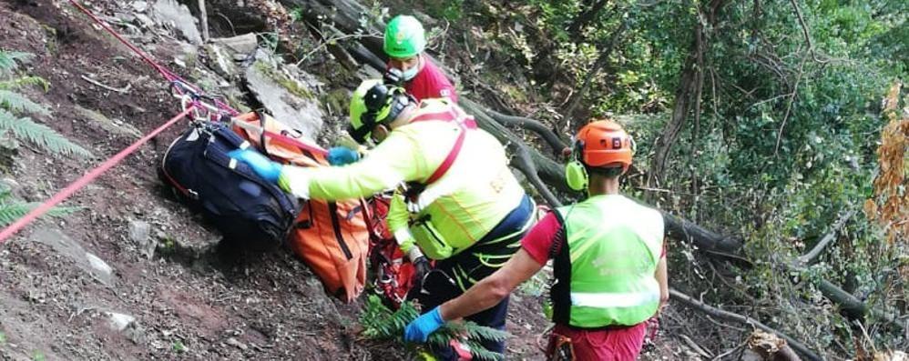 Cernobbio, cade nella scarpata  Salvata donna di 70 anni