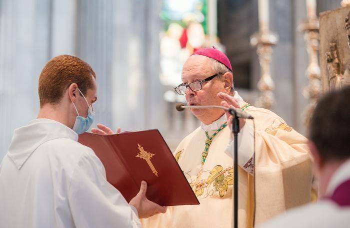 Il vescovo Oscar Cantoni nel corso della celebrazione