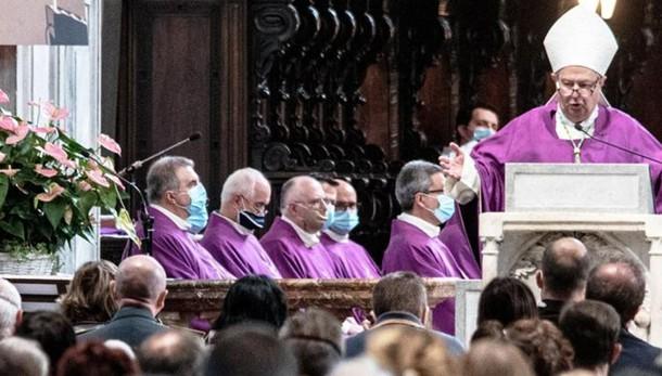 Il vescovo: «Don Roberto  Il suo sacrificio non sia inutile»