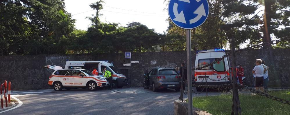 Scontro tra auto e moto  Feriti due ragazzi