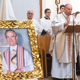 Ucciso fuori dalla parrocchia  Come don Renzo Beretta