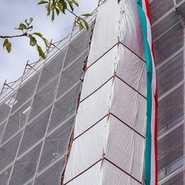 Un tricolore da 22 metri  Così Bergamo ringrazia Como
