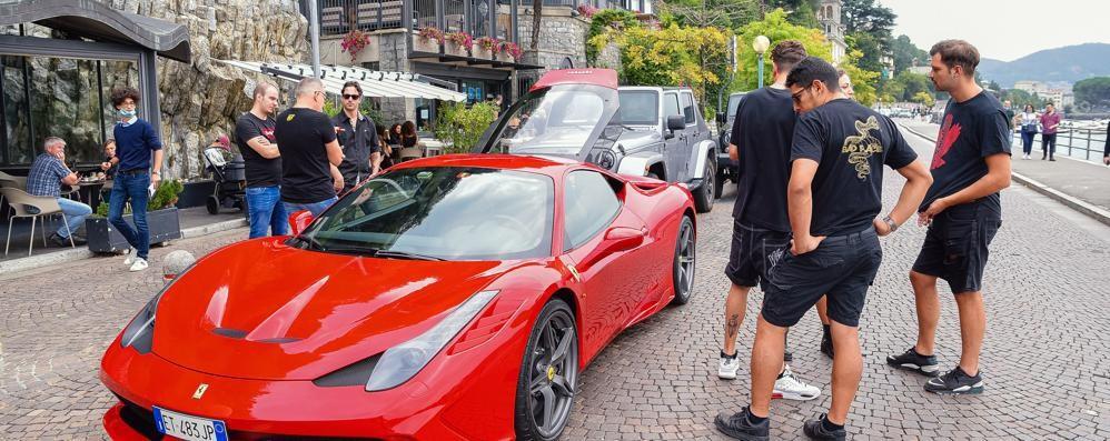 Una Ferrari rossa  per il video a Como  della rapper Mikyd