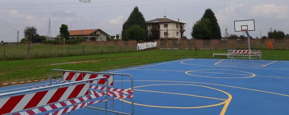 Vandali al campo di basket  Era aperto da soli due mesi