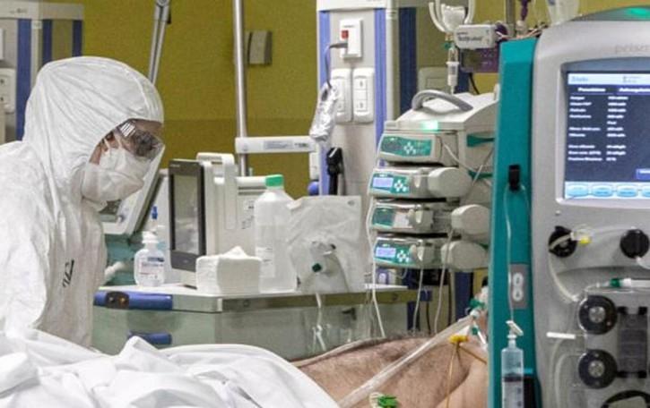 Coronavirus, ieri altre tre vittime Contagiato un anziano su dieci