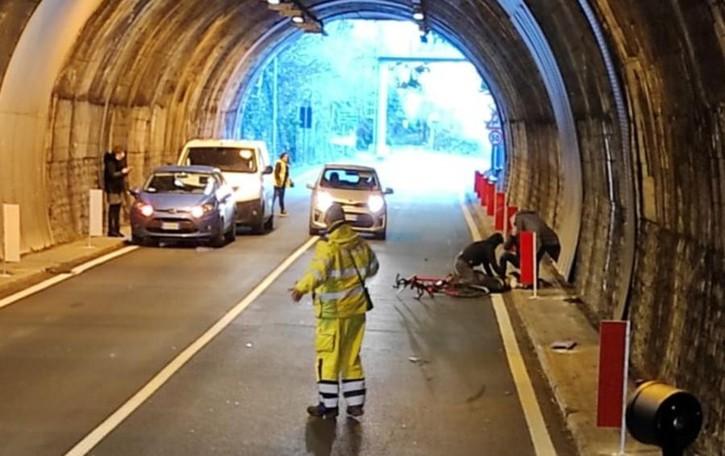 Moltrasio, cade dalla bici in galleria  Paura per giovane di 18 anni