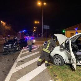 Monguzzo, incidente allo svincolo Uomo incastrato nell'auto