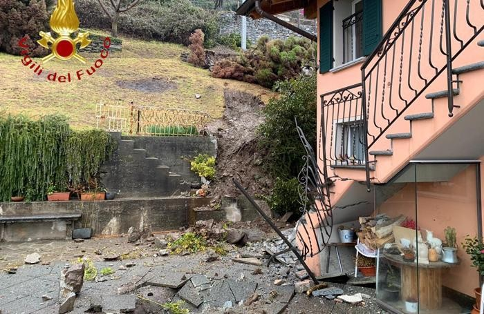 Il disastro provocato dal masso rotolato a valle