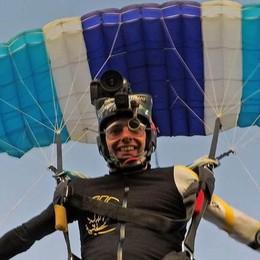 """Bellagio, il paracadute non si apre   Muore amico dello """"Skydiving"""""""