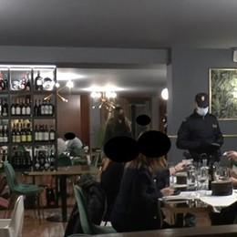 Blitz della polizia al ristorante  Sorprese 40 persone a cena