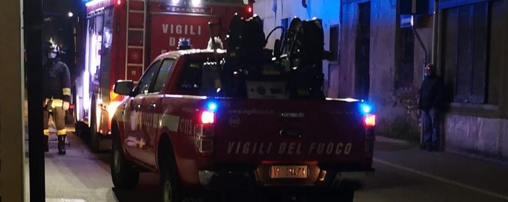 Canna fumaria in fiamme  Vigili del fuoco a Mariano