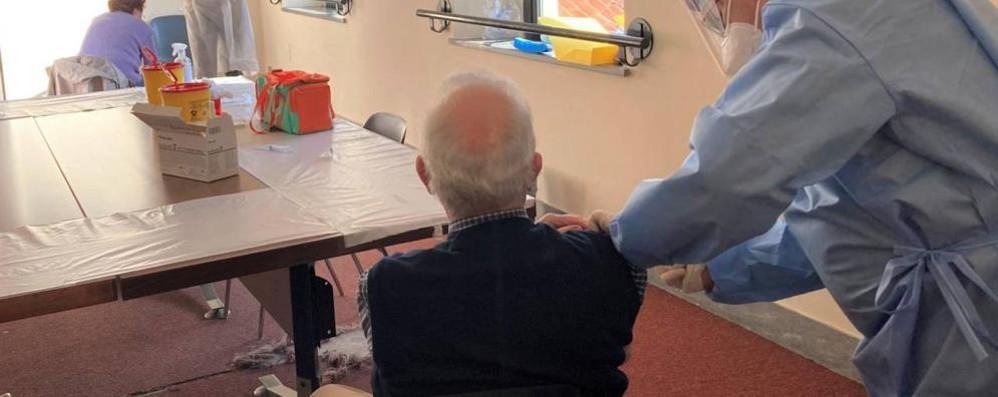 Como: vaccini, slitta tutto  Agli anziani solo dalla fine di marzo