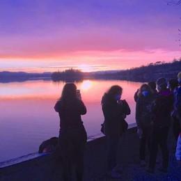 Il tramonto della zona arancione  Che effetto sul lago di Pusiano