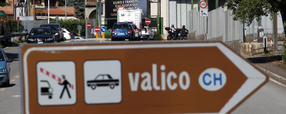 Ticino, frontalieri salvi  Niente tamponi a tappeto  e i valichi restano aperti