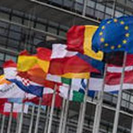 Parlamento europeo, aziende siano responsabili danni causati a persone