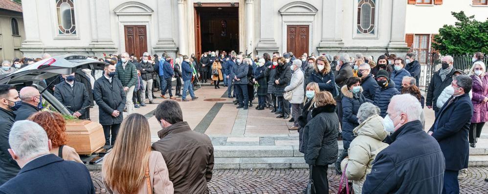 L'ultimo saluto a Tina Molteni  In chiesa tanta gente commossa