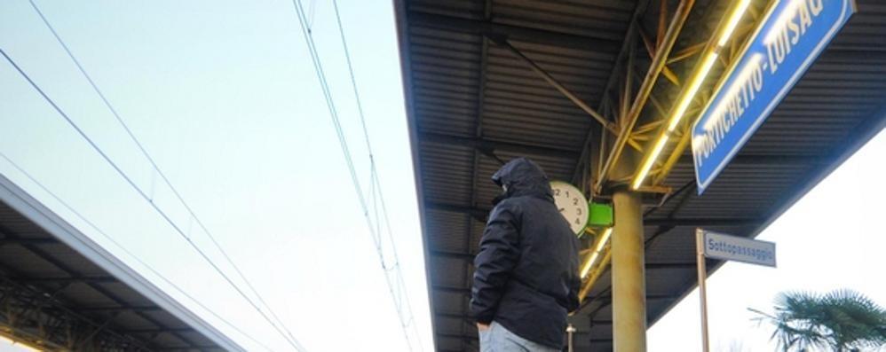 Luisago: «Picchiati   dalla banda dei treni»