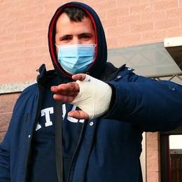Eupilio, il pitbull attacca  Camionista ferito alla mano