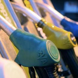 Benzina, la carta sconto è stata sospesa  Ma intanto i prezzi continuano a salire