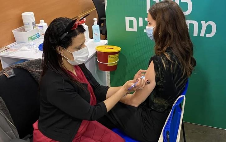 Comasca, vive in Israele  «Vaccinati anche i giovani»